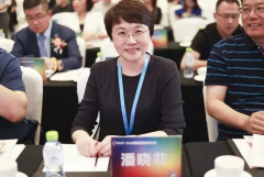 Shuang Di Pan Xiaofei won two awards in the Direct Selling Forum